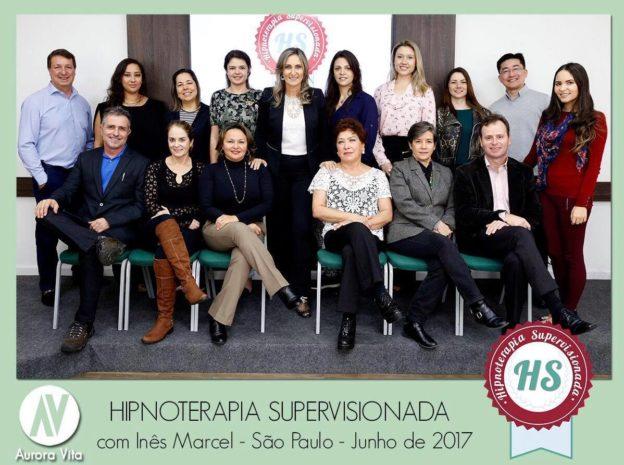 A foto mostra todos os participantes do curso hipnoterapia supervisionada com Inês Marcel e a equipe Aurora Vita
